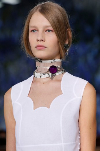 Straight hair hidden in a collar + pink eyeshadow at Christian Dior.