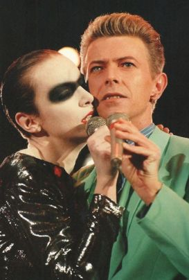 David Bowie and Annie Lennox performing 'Under Pressure' at the Freddie Mercury Tribute, Concert for Life, 1992