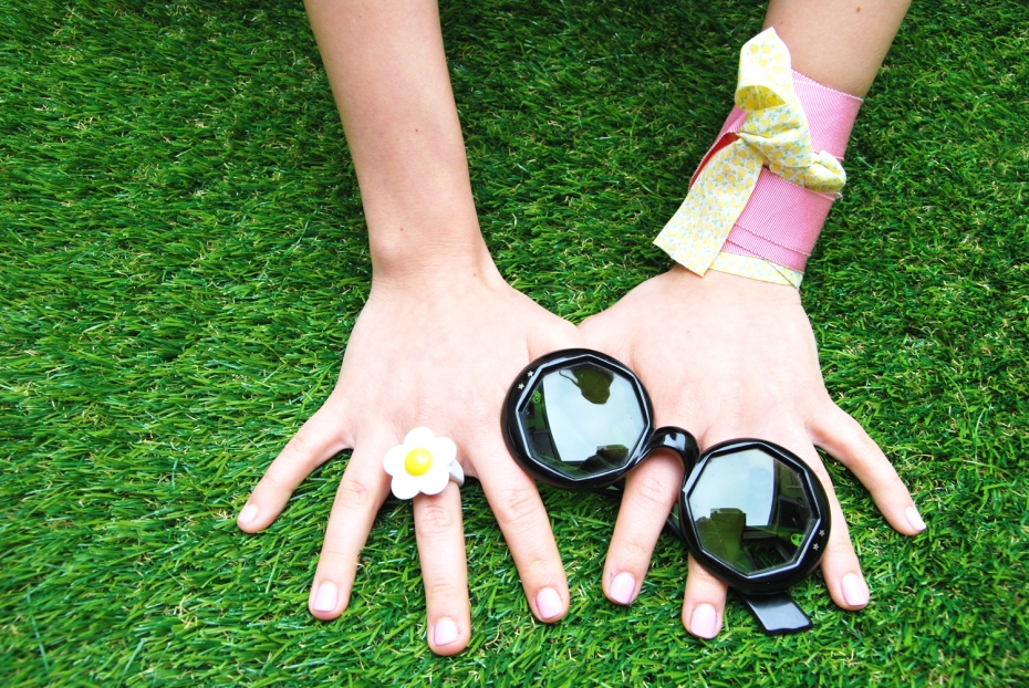 Spring in your hands, Style Behind