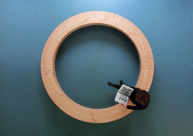 Wood Ring, circular bench, 2010. Ph by Studio Chris Kabel